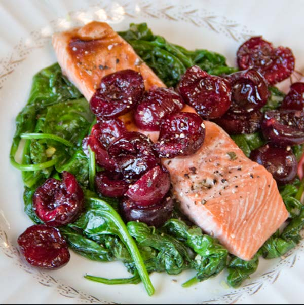 roasted-cherries-on-salmon-&-spinach